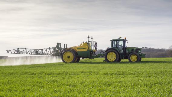 agriculture de moins en moins d 39 agriculteurs moins bien r mun r s. Black Bedroom Furniture Sets. Home Design Ideas