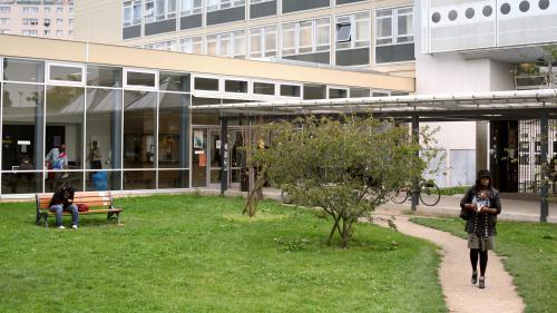 Admission post-bac : des étudiants manifestent à Nanterre pour réclamer plus de places