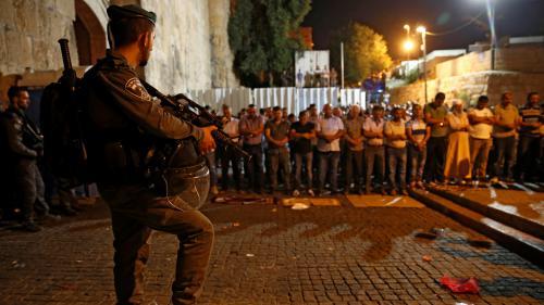 """À Jérusalem, des musulmans manifestent près de l'esplanade des Mosquées : """"Il faut qu'ils retirent ces portiques de sécurité"""""""