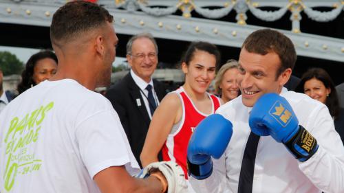 VIDEO. Recadrage face aux Armées, avertissement aux journalistes... Quand Emmanuel Macron montre les muscles