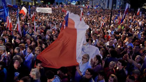 Manifestations, menaces de sanctions européennes... Pourquoi la situation en Pologne est inquiétante