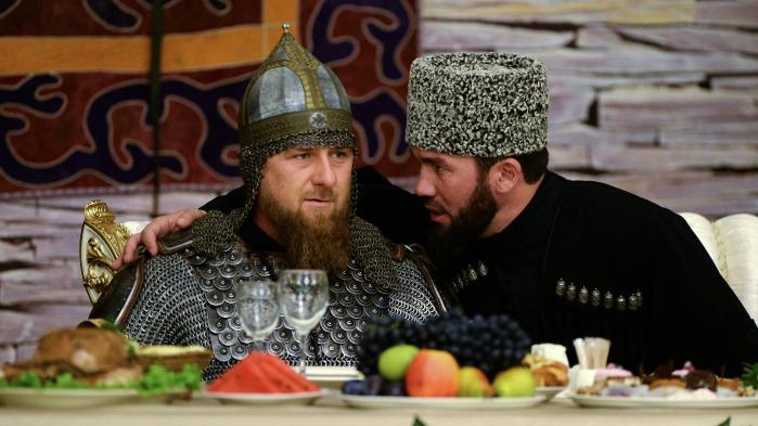 Bagarreur, bling-bling et fan de lions : Ramzan Kadyrov, l'ami du Kremlin qui persécute les homosexuels de Tchétchénie