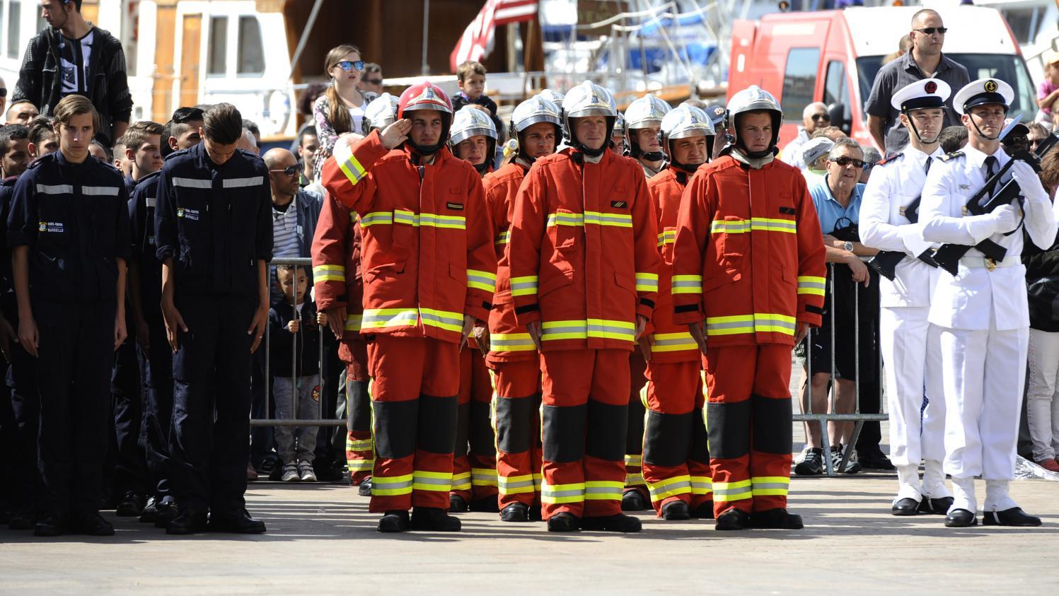 Marseille les marins pompiers form s la survie en mer dans un nouveau bassin - Bassin dans un tonneau marseille ...