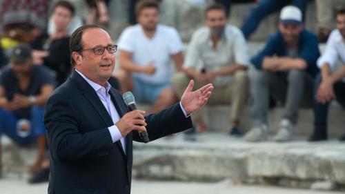 """""""Quand on devient président, on devient de moins en moins aimé"""", observe Hollande"""