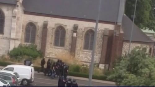 """VIDEO. """"On se rend compte après"""" : deux policiers racontent l'assaut à Saint-Etienne-du-Rouvray"""