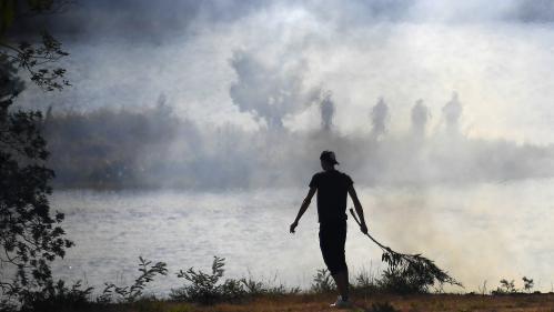"""DIRECT. Incendies dans le Sud-Est : """"Il y aura encore des départs de feux demain"""", prévient Edouard Philippe"""