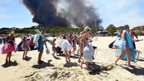 """""""Ça sent juste un peu le cramé"""" : après l'incendie de Bormes-les-Mimosas, les vacanciers retrouvent les campings"""