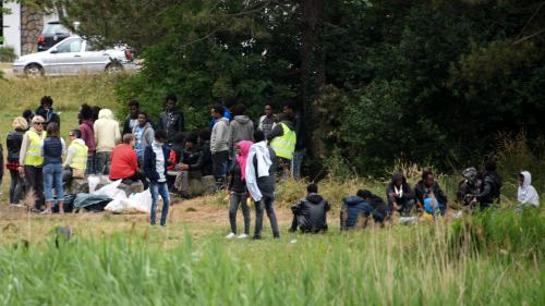 """Jungle de Calais"" : un an après son démantèlement, les migrants continuent d'affluer"