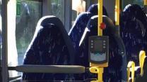 Des identitaires norvégiens confondent des sièges de bus... avec des femmes en burqa