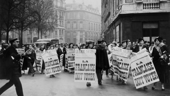 Manifestation de suffragettes en 1934 à Paris.