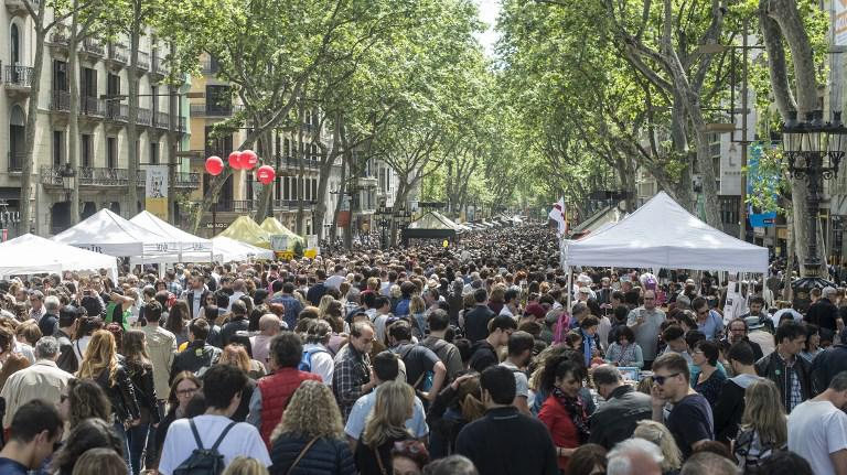 En direct du monde a barcelone des anarchistes vent debout contre le tourisme de masse - Office de tourisme de barcelone en france ...