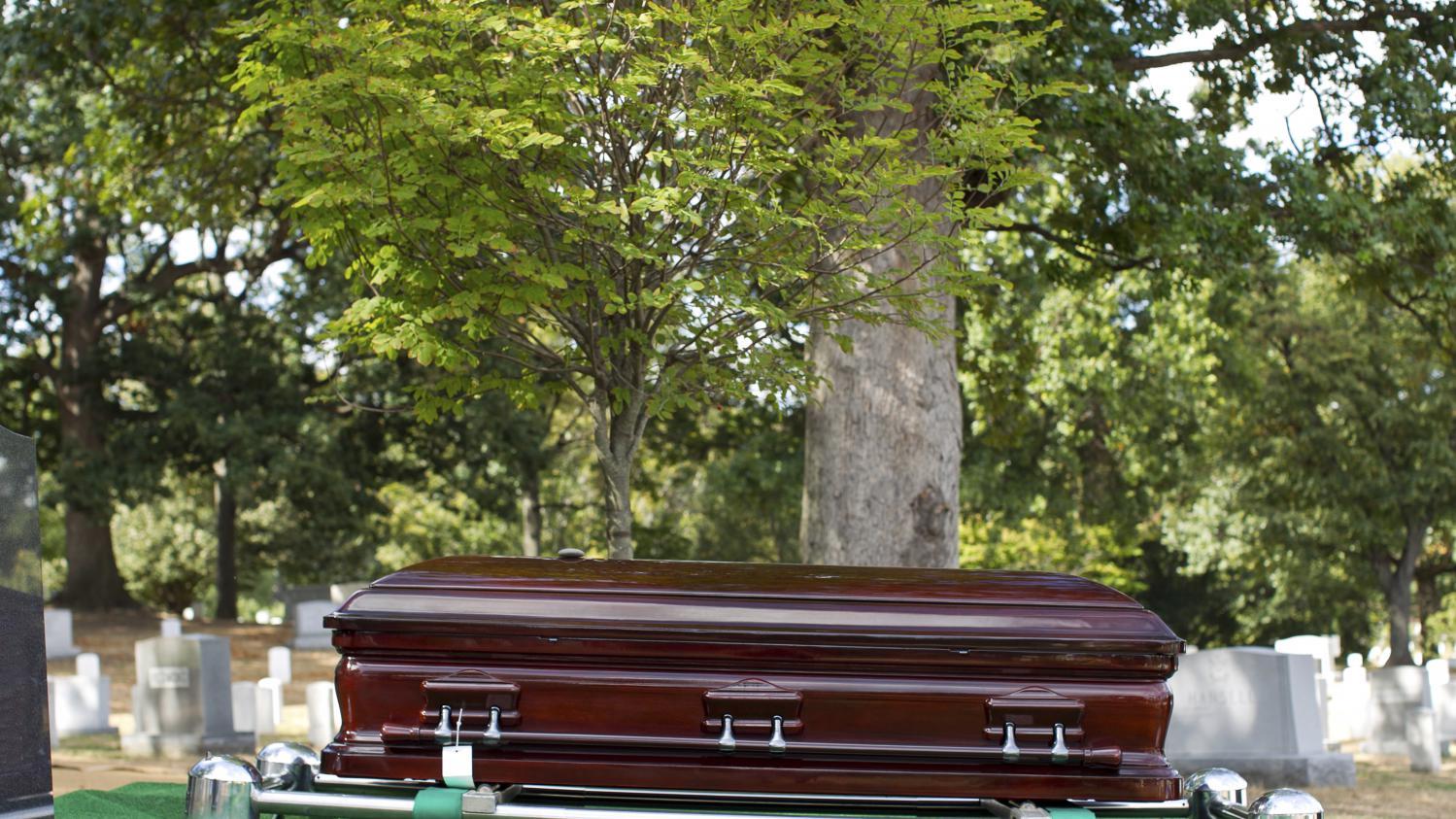 aveyron cinq cercueils vides retrouv s dans un pr priv. Black Bedroom Furniture Sets. Home Design Ideas