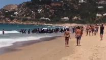 VIDEO. Espagne : un bateau de migrants accoste sur une plage bondée de touristes