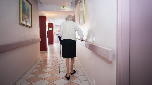 """VIDEO. """"Ils meurent comme des chiens dans une niche"""" : la colère des personnels des maisons de retraite"""