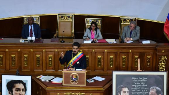 Le président vénézuélien Nicolas Maduro, jeudi 10 août 2017 à Caracas, face à l'Assemblée constituante&ampnbspchargée de réécrire la Constitution.