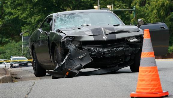 La voiture qui a foncé sur la foule des manifestants antiracistes, à Charlottesville (Virginie, Etats-Unis), le 12 août 2017.