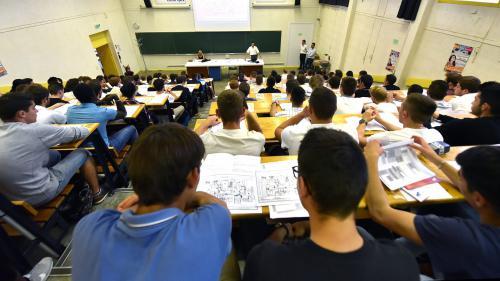 """""""Je ne sais pas où je serai dans trois mois"""" : l'angoisse des étudiants recalés à l'entrée du master"""
