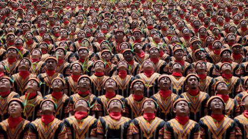 VIDEO. Plus de 12000 danseurs traditionnels indonésiens réunis dans un stade pour une performance