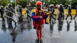VIDEO. Au Venezuela, le violoniste symbole de l'opposition à Maduro a été libéré