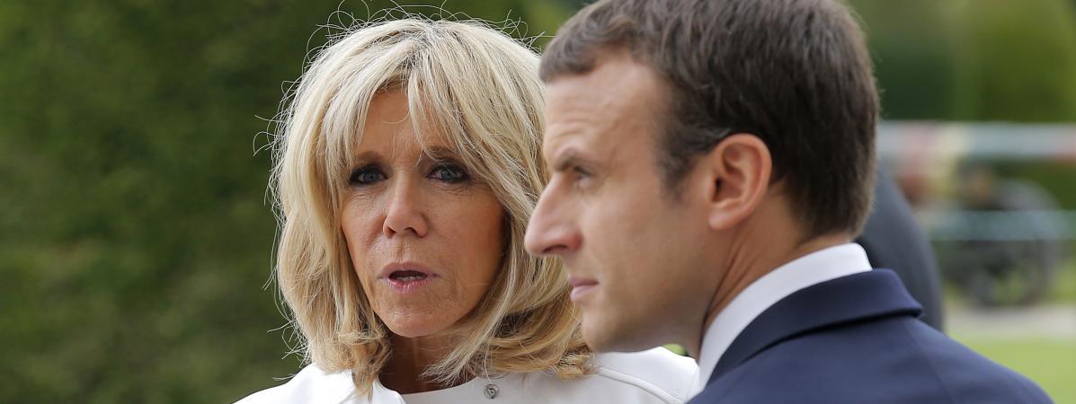 Brigitte et Emmanuel Macron devant le musée de l\'Armée, aux Invalides, pour la réception du président américain Donald Trump, le 13 juillet 2017.