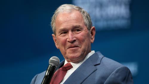 """Charlottesville : en contre-pieds à Trump, les deux présidents Bush appellent à """"rejeter le racisme, l'antisémitisme et la haine"""""""