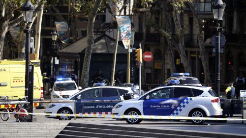 """DIRECT. Barcelone : plusieurs morts après qu'une fourgonnette a percuté la foule, la police catalane confirme qu'il s'agit d'une """"attaque terroriste"""""""