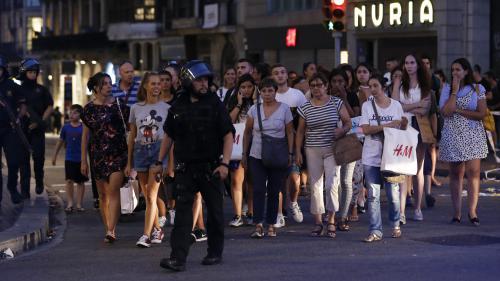 """""""Des gens ont été projetés en l'air"""" : à Barcelone, les témoins de l'attaque à la camionnette racontent"""