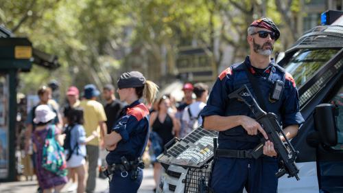 Attentats en Catalogne : deux suspects écroués, un troisième reste en liberté