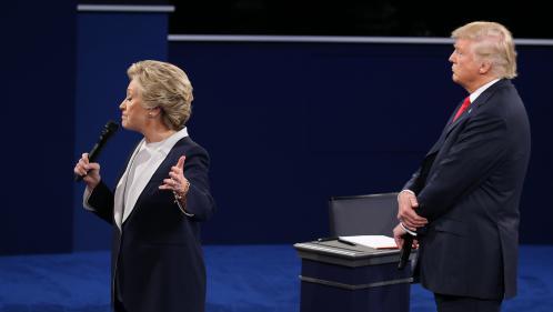 """""""Recule, sale type"""" : Hillary Clinton attaque Donald Trump dans le premier extrait de son livre sur la campagne présidentielle"""