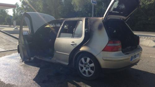 Haute-Savoie : elle met le feu à sa voiture en jetant son mégot par la fenêtre