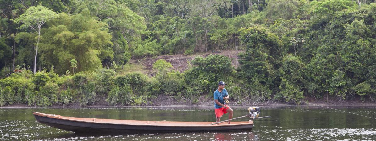 Un pécheurdans la région de l\'Amapa, au Brésil.