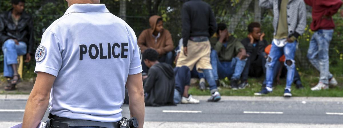 """Résultat de recherche d'images pour """"migrants calais police"""""""
