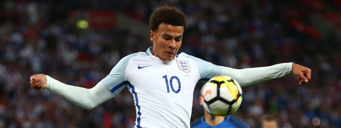 pas mal 06f67 bf9a8 Football : un joueur anglais accusé d'avoir fait un doigt d ...