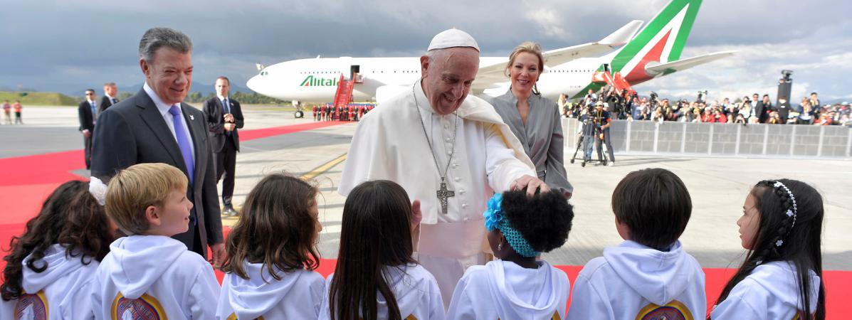 """Le pape François à Bogota pour """"aider la Colombie sur le chemin de la paix"""""""