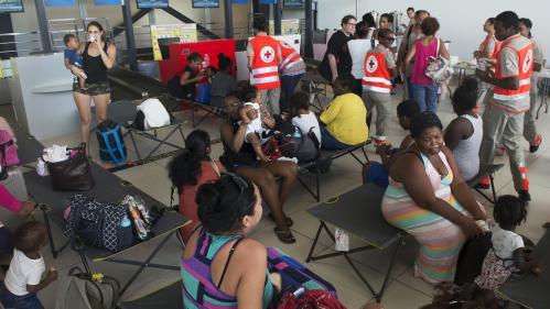 Saint-Martin: 247 personnes en urgence sanitaire évacuées, dont 7 en urgence absolue