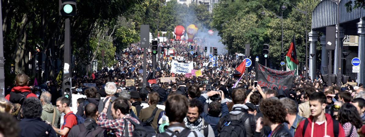 Plusieurs milliers de manifestants prennent part à la journée d\'action contre la réforme du Code du travail, initiée par les syndicatsCGT, FSU, Solidaires et l\'Unef, mardi 12 septembre 2017 à Paris.