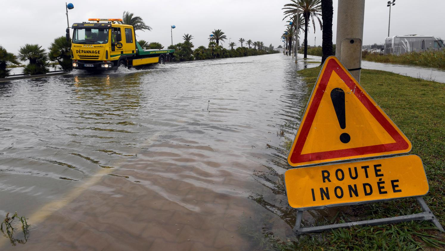 inondations plusieurs d partements en alerte. Black Bedroom Furniture Sets. Home Design Ideas