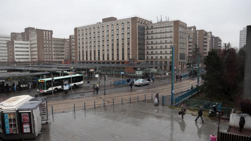 Plus de transports dans les quartiers défavorisés, moins d'impôts et de dépenses... Les recommandations de l'OCDE pour la France