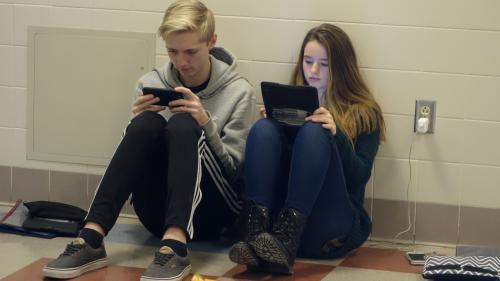 Education : Jean-Michel Blanquer veut interdire les téléphones portables au collège