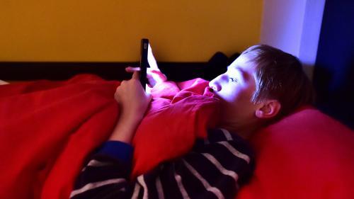 Entre 15 et 20 minutes de sommeil en moins pour les enfants en quinze ans