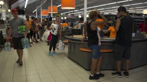 Supermarchés : est-ce la fin des caissières?