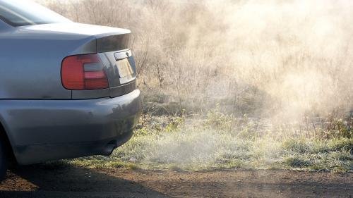 VIDEO. Véhicules polluants : 70 000 automobilistes attendent toujours leur prime à la conversion, victime de son succès
