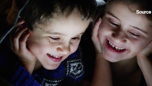 Les écrans diminuent le temps de sommeil dont ont besoin les enfants