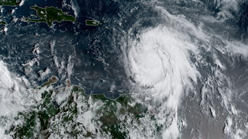"""Ouragan Maria : """"Un phénomène d'une telle ampleur ne s'est pas produit près de la Guadeloupe et de la Martinique depuis une dizaine d'années"""""""