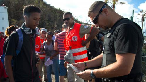 Transports, écoles, économie : les précautions prises dans les Antilles avant le passage de l'ouragan Maria