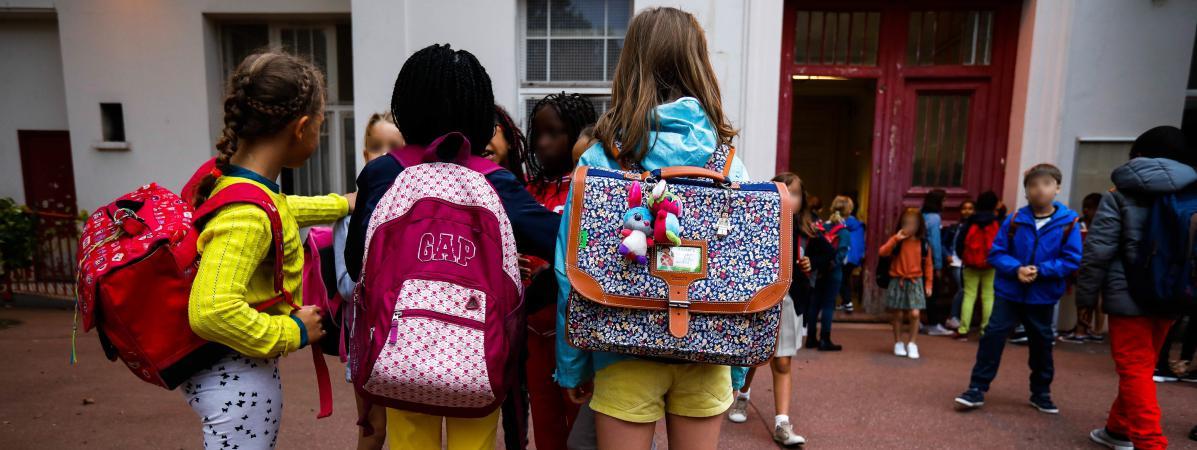Des élèves effectuent leur rentrée dans une école élémentaire de Paris, le 4 septembre 2017.