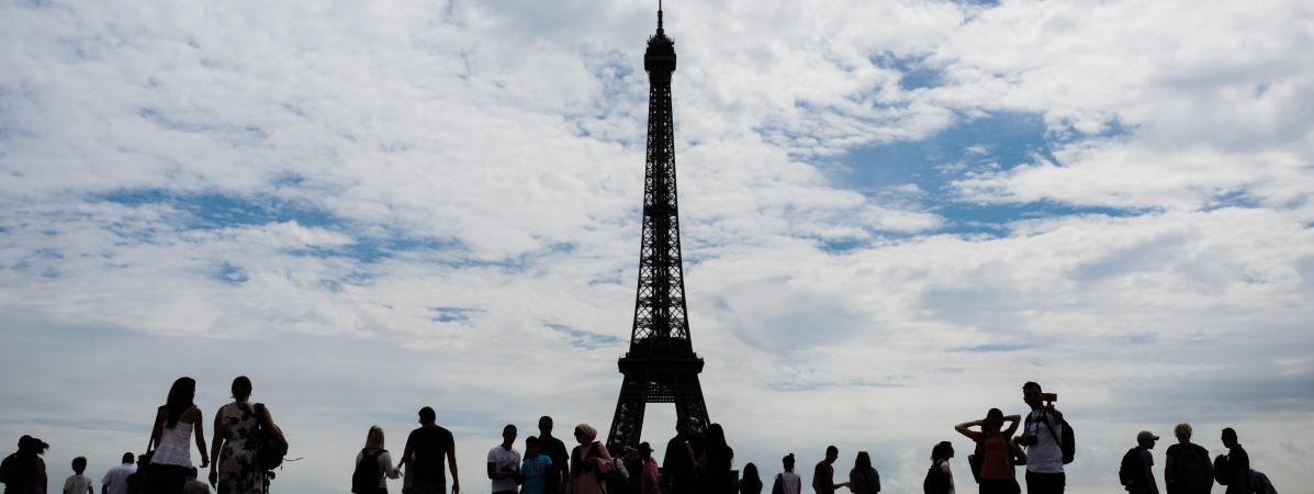 La mise en place de la clôture de la tour Eiffel sera achevée en juillet 2018, sans nécessiter la fermeture du site.