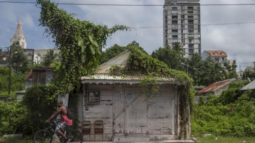 """""""Il y a toujours de la peur et de l'angoisse"""" : les habitants des Antilles se préparent à l'arrivée de l'ouragan Maria"""