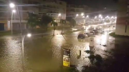 DIRECT. L'ouragan Maria s'éloigne de la Guadeloupe, mais les habitants restent confinés