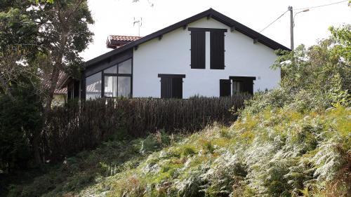 Pyrénées-Atlantiques : l'homme soupçonné d'avoir violé et tué une femme enceinte de huit mois mis en examen